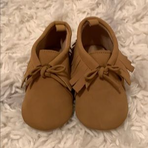 Old Navy brown girl baby shoes 12-18 months